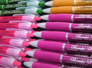 marcaje de tampografía en surtido de bolígrafos